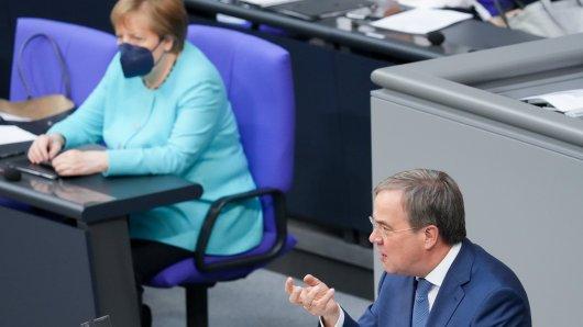 Armin Laschet spricht im Bundestag – Kanzlerin Merkel hört zu