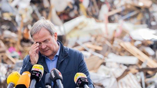 Armin Laschet, Ministerpräsident von NRW, bei einem Besuch in den Hochwassergebieten Anfang August.