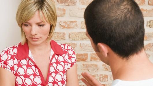 Ein Ehepaar mit einem Hartz-4-Empfänger musste offenlegen, wie die Trennung genau abläuft.