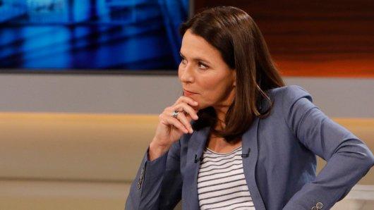 ARD-Moderatorin Anne Will reagierte sofort auf den Kommentar ihres TV-Kollegen auf Twitter.