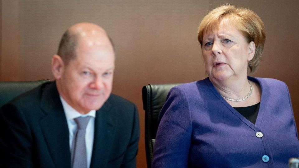 Muss Angela Merkel schon früher für Olaf Scholz Platz machen?