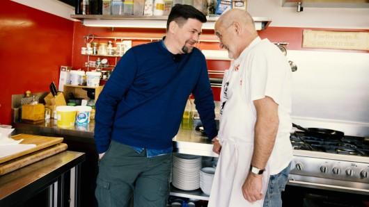 """Bei """"Kitchen Impossible"""" (Vox) tritt Tim Mälzer gegen Franz Keller an."""