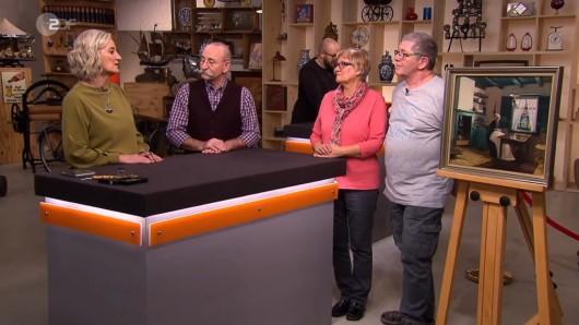 Jacoba-Adriana und Jürgen Latsch lassen von der Kunst-Expertin das Gemälde schätzen.
