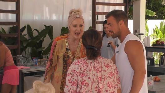 Promis unter Palmen (Sat 1): Die Situation zwischen Désirée Nick und Claudia Obert eskaliert.