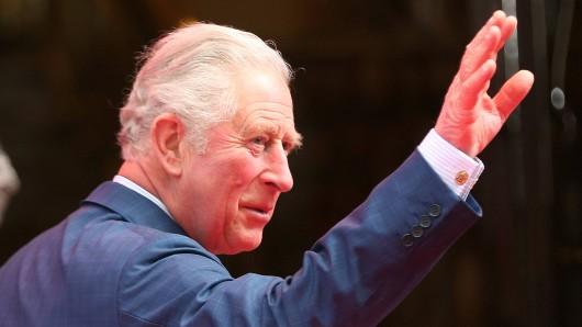 Royals: Prinz Charles hat eine drastische Entscheidung getroffen.
