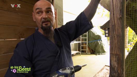 """VOX: Peter macht in der Garten-Doku """"Ab ins Beet"""" mit."""