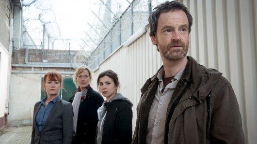 """Das """"Tatort""""-Trio aus Dortmund: Peter Faber, Nora Dalay und Martina Bönisch ermitteln in der Haftanstalt von Direktorin Angelika Zerrer."""