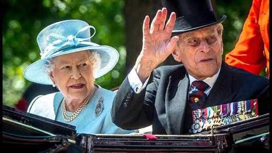 Queen Elizabeth und Prinz Philip bei der Geburtstagsparade der Queen im Jahr 2017 in London.