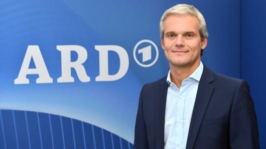 """""""Tagessschau""""-Sprecher Thorsten Schröder sorgte am Donnerstagabend unfreiwillig für Lacher."""