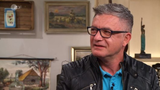 Bares für Rares (ZDF): Friseur Andreas Miceli will eine Tierfigur verkaufen.