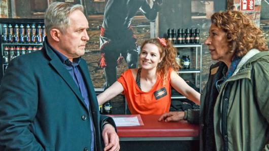Tatort in Wien: Moritz Eisner (Harald Krassnitzer) und Bibi Fellner (Adele Neuhauser) befragen Susi (Michaela Schausberger)