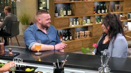First Dates: In der VOX-Sendung treffen Marcus und Miri aufeinander. Bei der ersten Begegnung überfällt er sie direkt mit einem Satz.