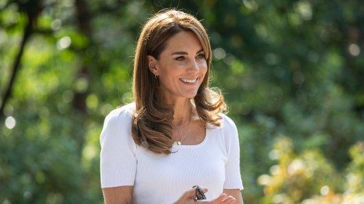 Ein bezauberndes Foto von Kate Middleton und ihrer Familie entzückt derzeit das Netz! Fans achten vor allem auf ein Detail.