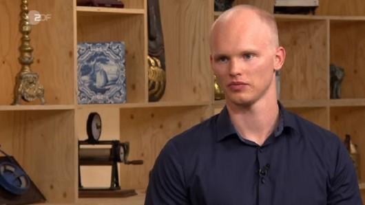 """""""Bares für Rares"""" im ZDF: Kandidat Melvin will ein Erbstück aus dem Krieg verkaufen."""