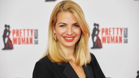 Schauspielerin Susan Sideropoulos hat sich von ihrer blonden Mähne getrennt.