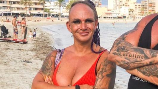 Caro Robens bringt ihre Fans mit einem sexy Po-Blitzer um den Verstand.