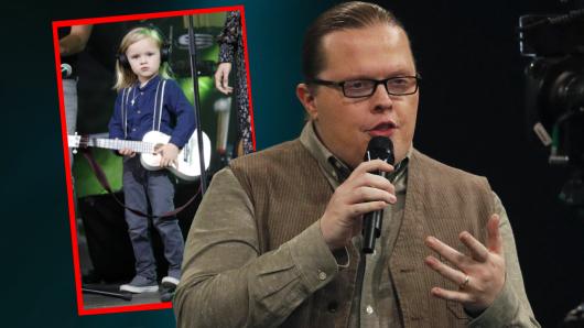 Weil sein fünfjähriger Sohn William (l.) bereits Konzerte gibt, wird Angelo Kelly Kinderarbeit vorgeworfen.