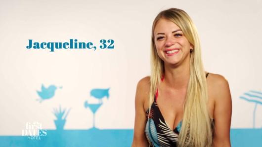 """Jacqueline kann ihr Glück bei """"First Dates Hotel"""" kaum fassen. Mit diesem Angebot hätte sie niemals gerechnet."""