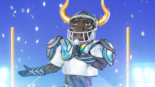 """Der Stier will nicht nur den Super-Bowl sondern auch """"The Masked Singer"""" gewinnen."""