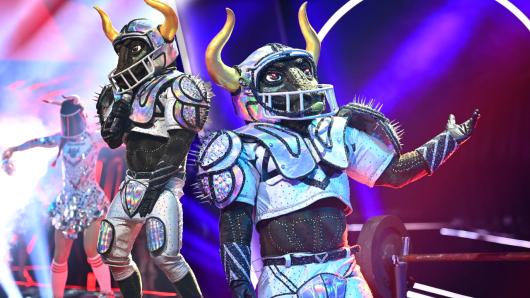 """""""Der Stier"""" will nicht nur den Super-Bowl sondern auch """"The Masked Singer"""" gewinnen."""