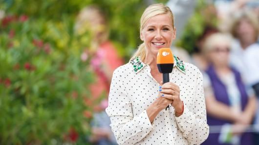 ZDF-Moderatorin Andrea Kiewel hat am 9. Mai eine besondere Überraschung für ihre Zuschauer in petto.