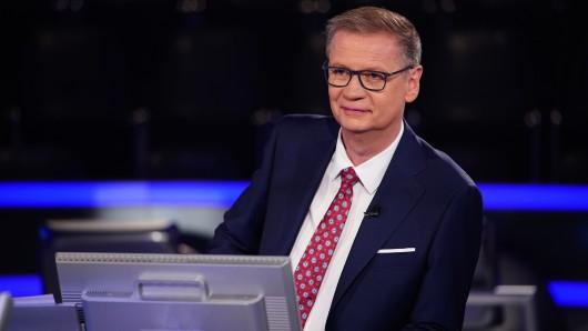 Moderator Günther Jauch staunt nicht schlecht, als er die Lebensgeschichte seiner Kandidatin hört.