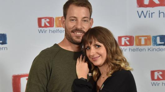 Anna Heiser und ihr Mann Gerald sind Anfang 2021 Eltern geworden. Doch jetzt macht sich der TV-Star plötzlich Sorgen um das Baby.