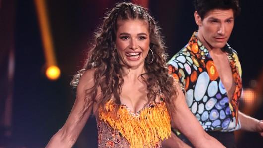 """Ausgerechnet kurz vor der Liveshow geschieht """"Let's Dance""""-Kandidatin Lola Weippert ein Malheur."""