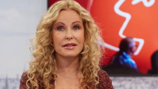 Katja Burkard musste sich öffentlich für einen Vorfall in ihrer Live-Sendung entschuldigen.