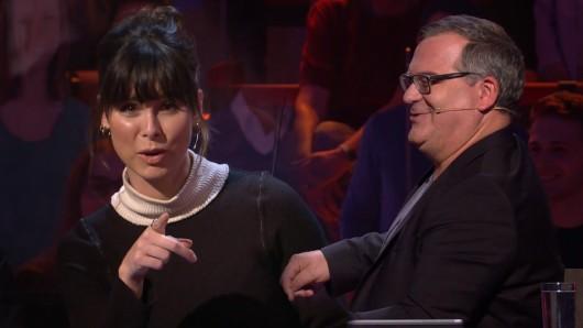 """Lena Meyer-Landrut zofft sich mit Moderator Elton in der ARD-Show """"Wer weiß denn sowas?""""."""