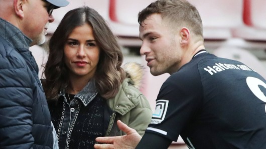 Sarah Engels zeigt sich im gemütlichen Outfit. Die Reaktion ihres Mannes Julian ist eindeutig.