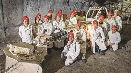 Interessierte Gäste: Eine Delegation aus Chile informierte sich im Trainingszentrum Bergbau über Unfallprävention.