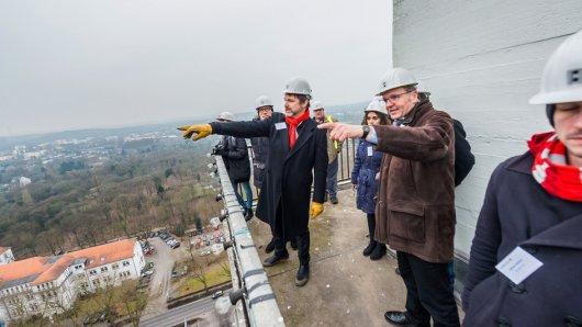 Vor Ort: Im Februar machten sich die Stadtplaner ein Bild von den Quartieren in Duisburg-Vierlinden (links) und Friedrich Heinrich in Kamp-Lintfort (rechts). Danach starteten sie in die Arbeitsphase.