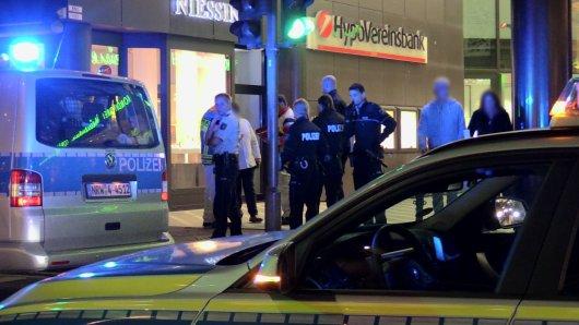 Die Polizei rückte wegen der Massenschlägerei in Düsseldorf zu einem Großeinsatz aus.