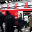 In einer Bahn gab es einen Streit zwischen einem Senior und einem Teenie. (Symbolbild)