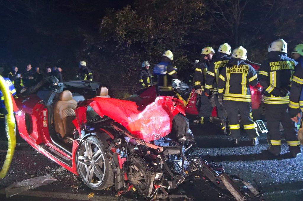 Schrecklicher Unfall in Dinslaken: Mann (21) rast mit Audi R8 in den ...