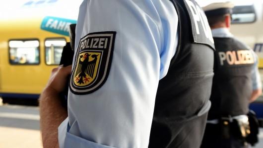 Bundespolizisten halfen dem suchenden Mann.