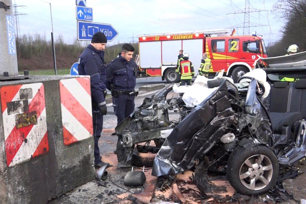 Dramatischer Unfall in Schwerte: Autofahrer (24) rast gegen ...