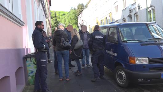 In vier Ruhrgebietsstädten findet derzeit eine Großrazzia gegen Sozialbetrug statt - wie hier in Hagen.