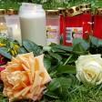 Zahlreiche Kerzen und Blumen in der Nähe der Stelle, an der Iulia niedergestochen wurde.