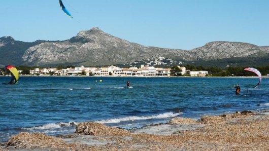 Auf Mallorca ist ein deutscher Urlauber ins Meer gespült worden und vor den Augen seiner Familie ertrunken. (Archivbild)