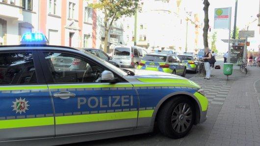 An der Kreuzung in Düsseldorf-Oberbilk musste ein Polizist einen Warnschuss abgeben, um die Situation zu klären.