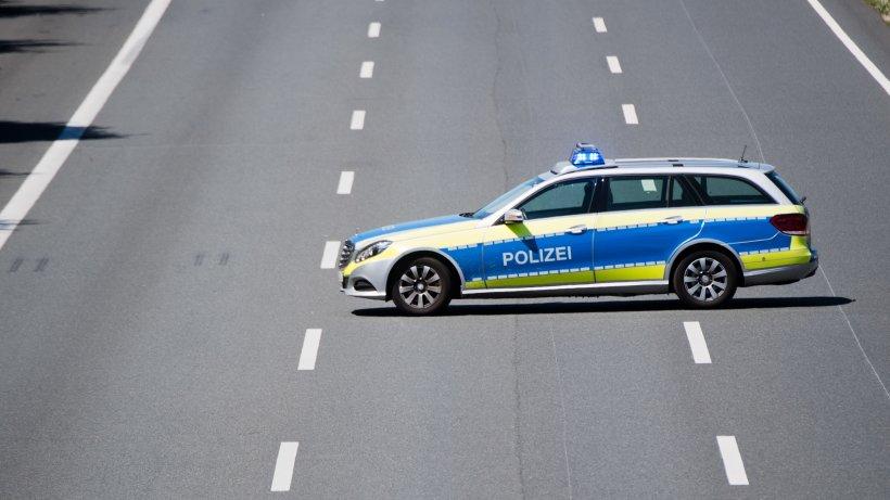 lkw fahrer verursacht unfall auf a45 was die polizei im fu raum entdeckt best tigt einen. Black Bedroom Furniture Sets. Home Design Ideas