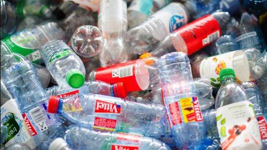 Völlig verrückter Diebstahl: In Getränkemarkt in Menden fehlen 6000 leere Pfandflaschen. Jetzt ermittelt die Polizei.