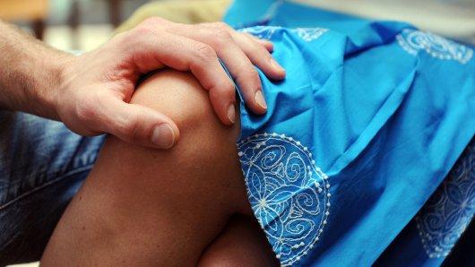 Ein Mann belästigte eine Minderjährige im Bus Richtung Xanten. (Symbolbild)