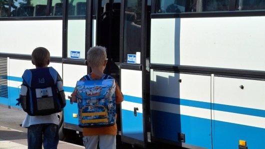Vor den Kindern erntblößte der Mann sein Geschlechtsteil im Bus. (Symbolbild)