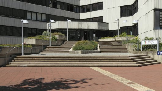 Auf den Treppen des Amtsgerichts Siegburg prügelten sich 10 Personen.