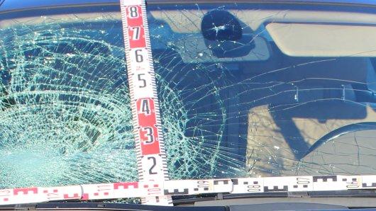 Im Bild zu sehen: Das Auto des 66-jährigen Fahrers nach dem Unfall.