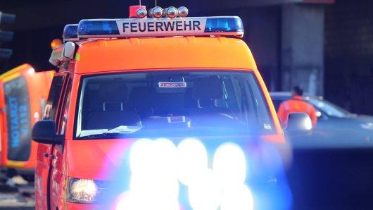 Die Feuerwehr in Krefeld rückte am Sonntagnachmittag wegen einer Verpuffung in einem Wohnhaus aus. (Symbolfoto)