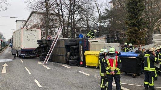 Ein Schweinetransporter ist in Bonn umgekippt. Mehrere Tiere starben dabei.